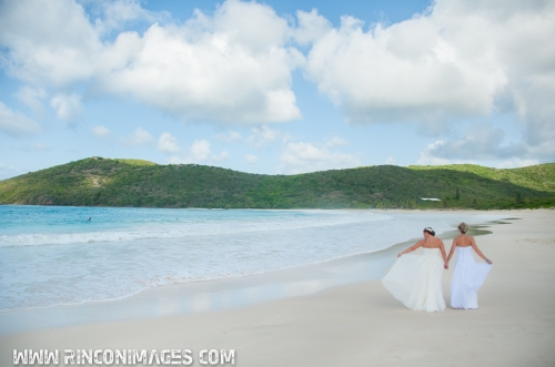 The beautiful blue water and perfect white sand on flamenco beach make for great wedding photography.
