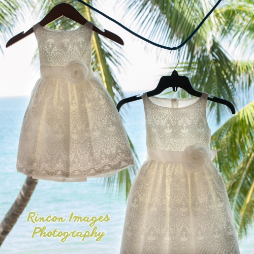 white flower girl dresses. wedding photographer rincon puerto rico